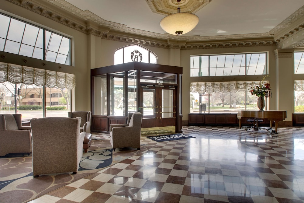 Lobby, Drury Plaza Hotel Broadview - Wichita