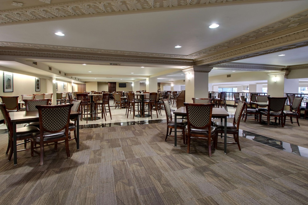 Restaurant, Drury Plaza Hotel Broadview - Wichita