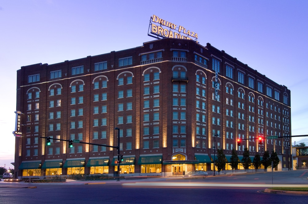 Front of Property - Evening/Night, Drury Plaza Hotel Broadview - Wichita