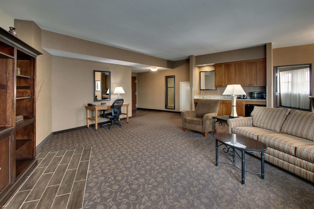 Room, Drury Plaza Hotel Broadview - Wichita