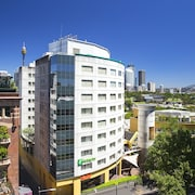 Holiday Inn Potts Point Sydney