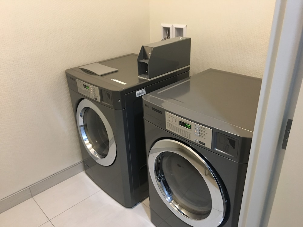 Laundry Room, Holiday Inn Montreal Longueuil