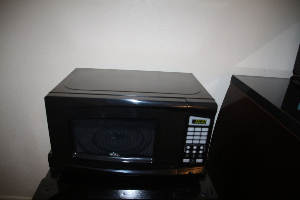 Microwave, Bedford Plaza Hotel - Boston