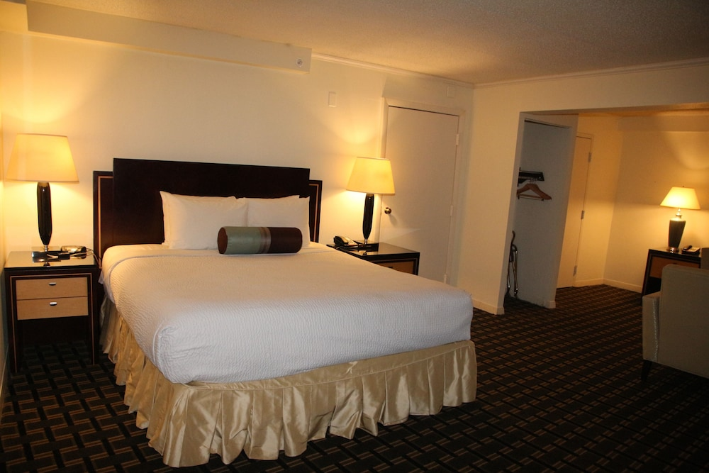 Room, Bedford Plaza Hotel - Boston