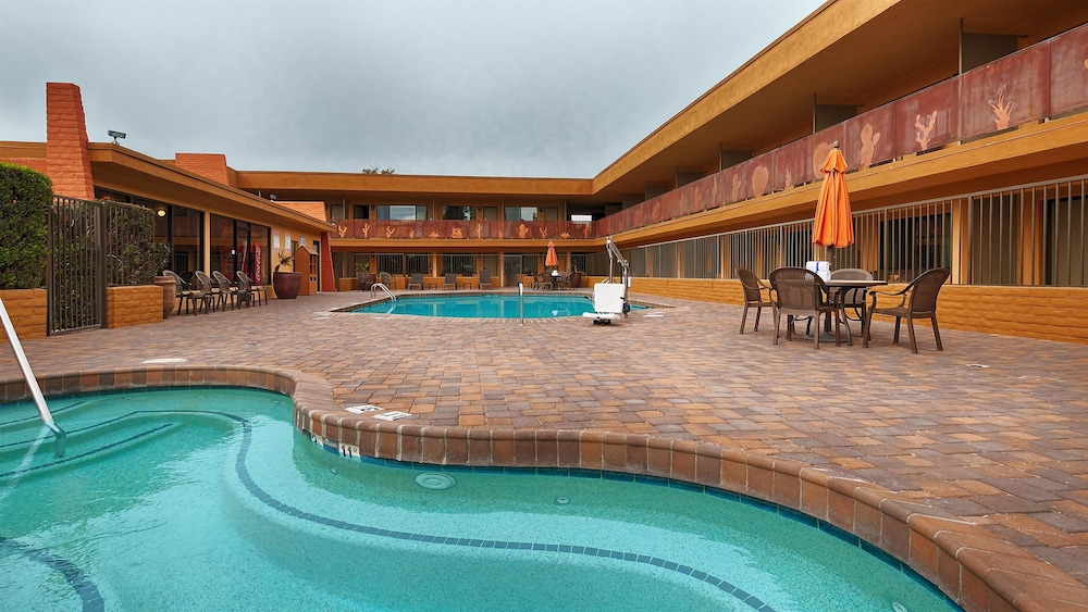 Outdoor Pool, Best Western Royal Sun Inn & Suites