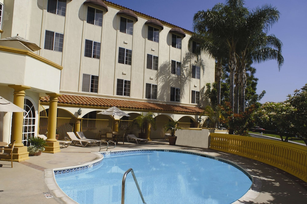 Terrace/Patio, Hampton Inn and Suites Santa Ana/Orange County Airport