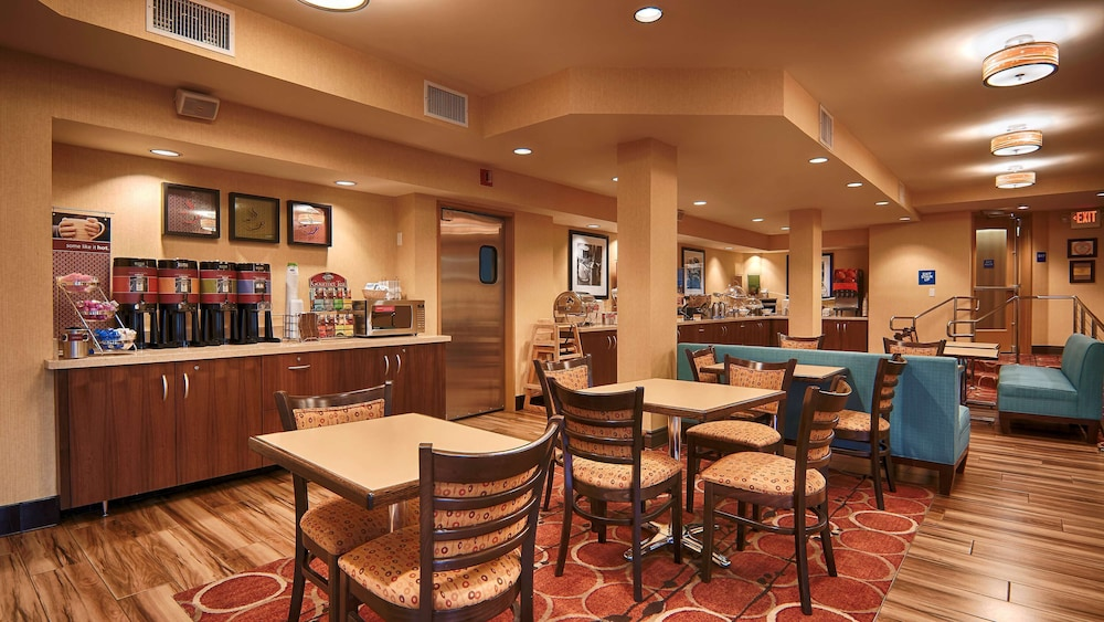 Restaurant, Hampton Inn and Suites Santa Ana/Orange County Airport