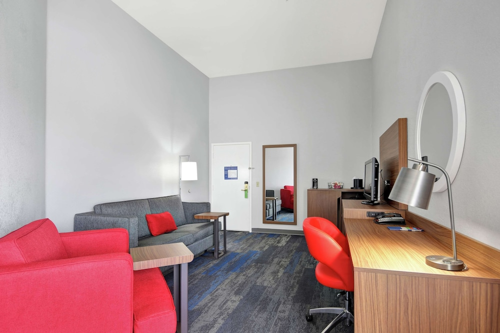 Minibar, Hampton Inn and Suites Santa Ana/Orange County Airport