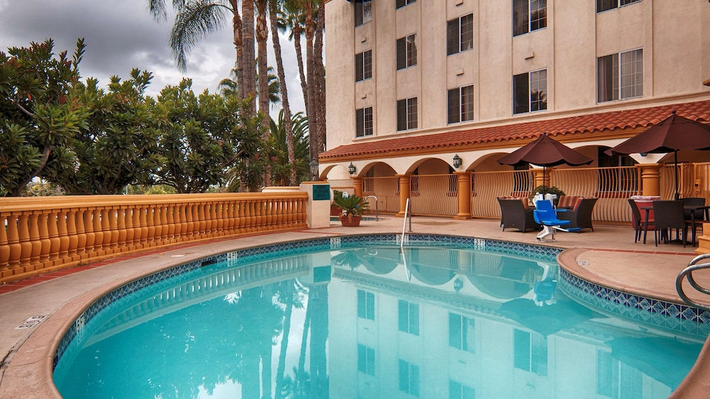 Pool, Hampton Inn and Suites Santa Ana/Orange County Airport