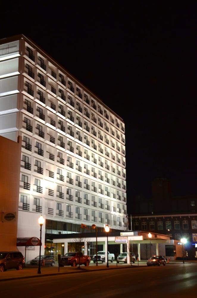 Book pullman plaza hotel huntington hotel deals for Pullman hotel