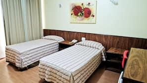 Minibar, värdeförvaringsskåp på rummet, gratis wi-fi och sängkläder
