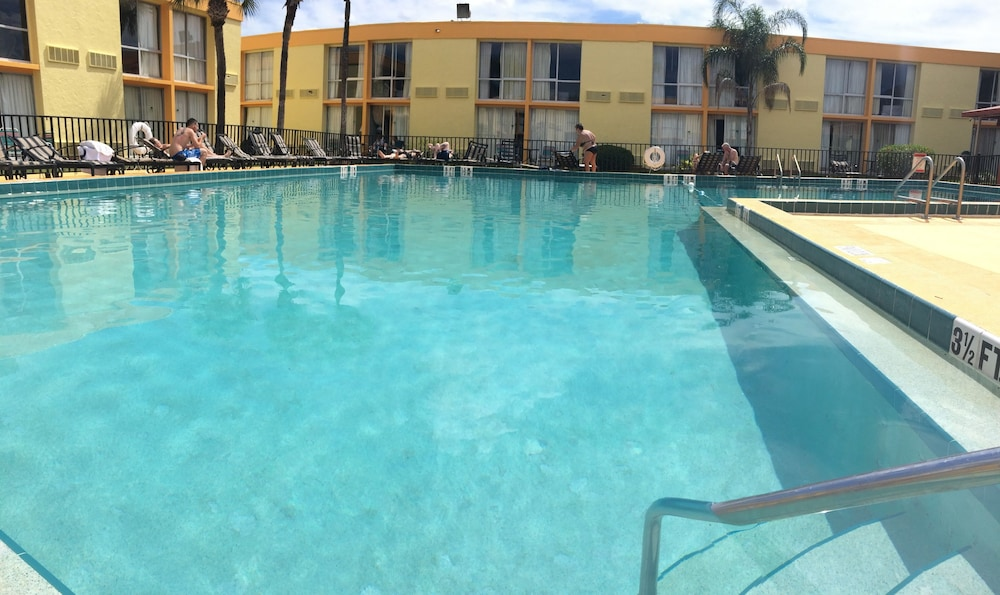 Outdoor Pool, Floridian Express Extended Stay Hotel