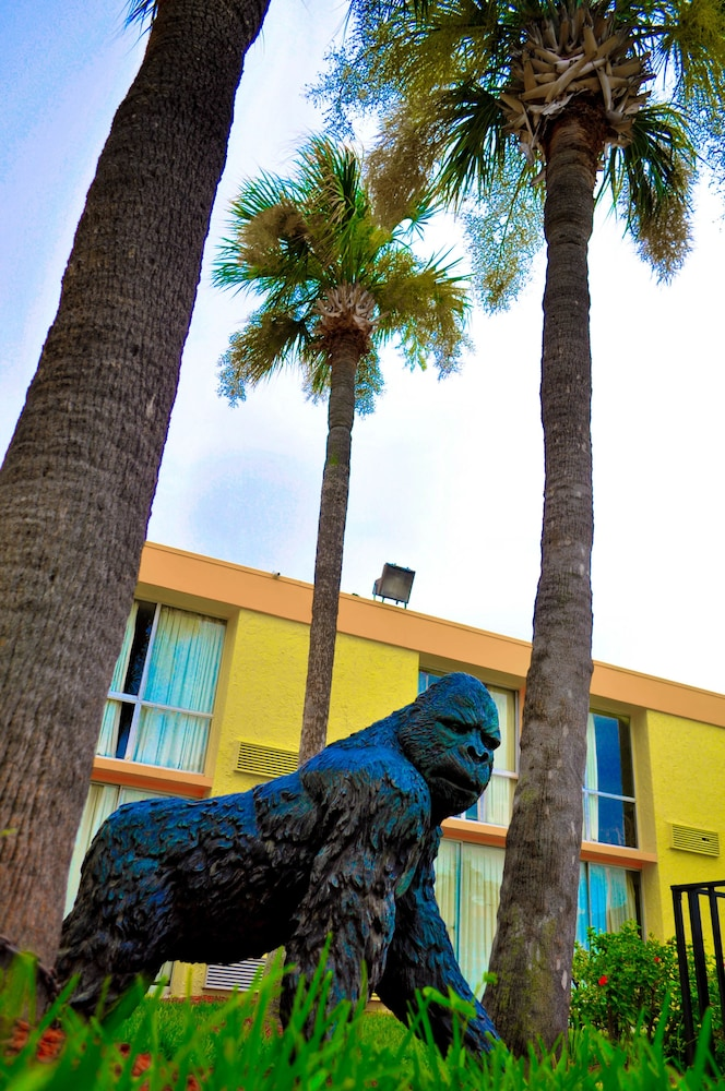 Property Grounds, Floridian Express Extended Stay Hotel