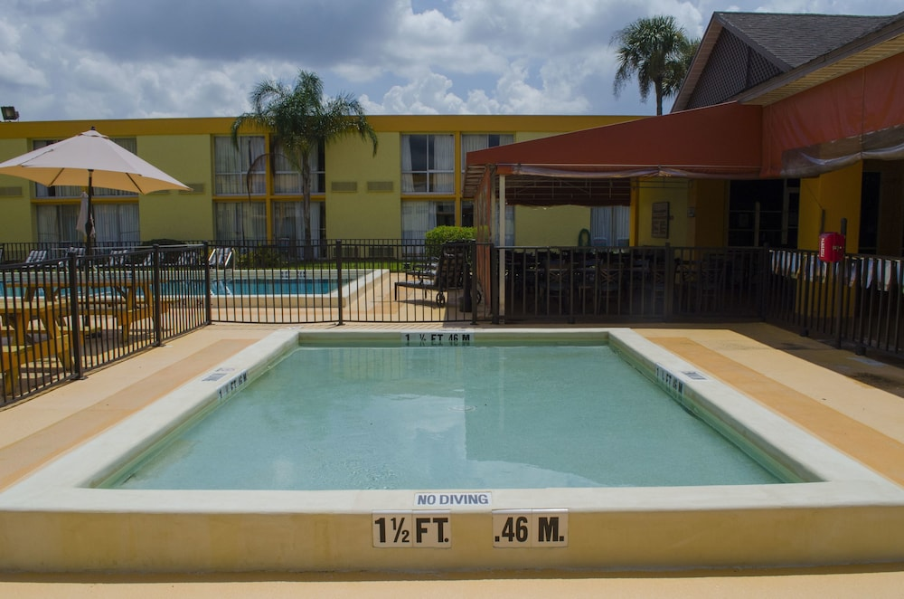 Pool, Floridian Express Extended Stay Hotel