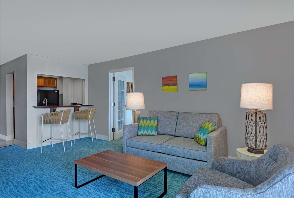 Living Area, Hampton Inn Jacksonville Beach/Oceanfront