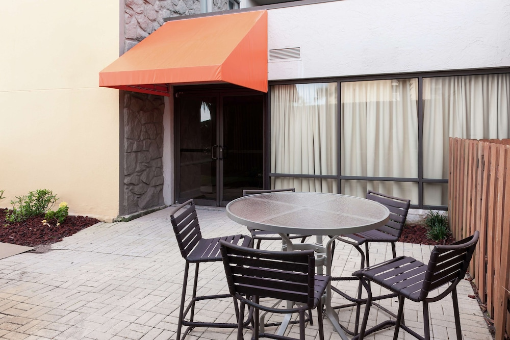 Terrace/Patio, Hampton Inn Jacksonville Beach/Oceanfront