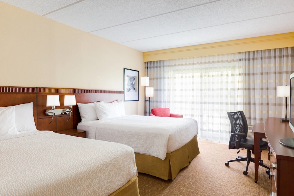 Room, Courtyard by Marriott Raleigh Midtown