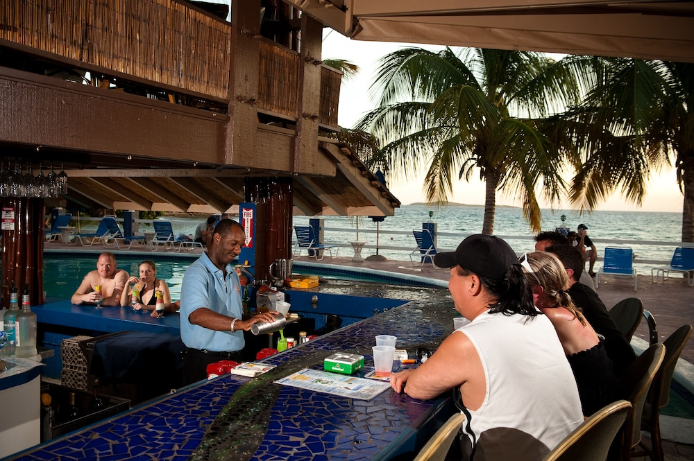 Food and Drink, Bolongo Bay Beach Resort