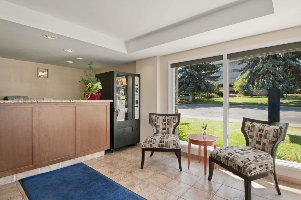 Travelodge by wyndham kamloops 2018 pictures reviews prices porch featured image lobby solutioingenieria Images
