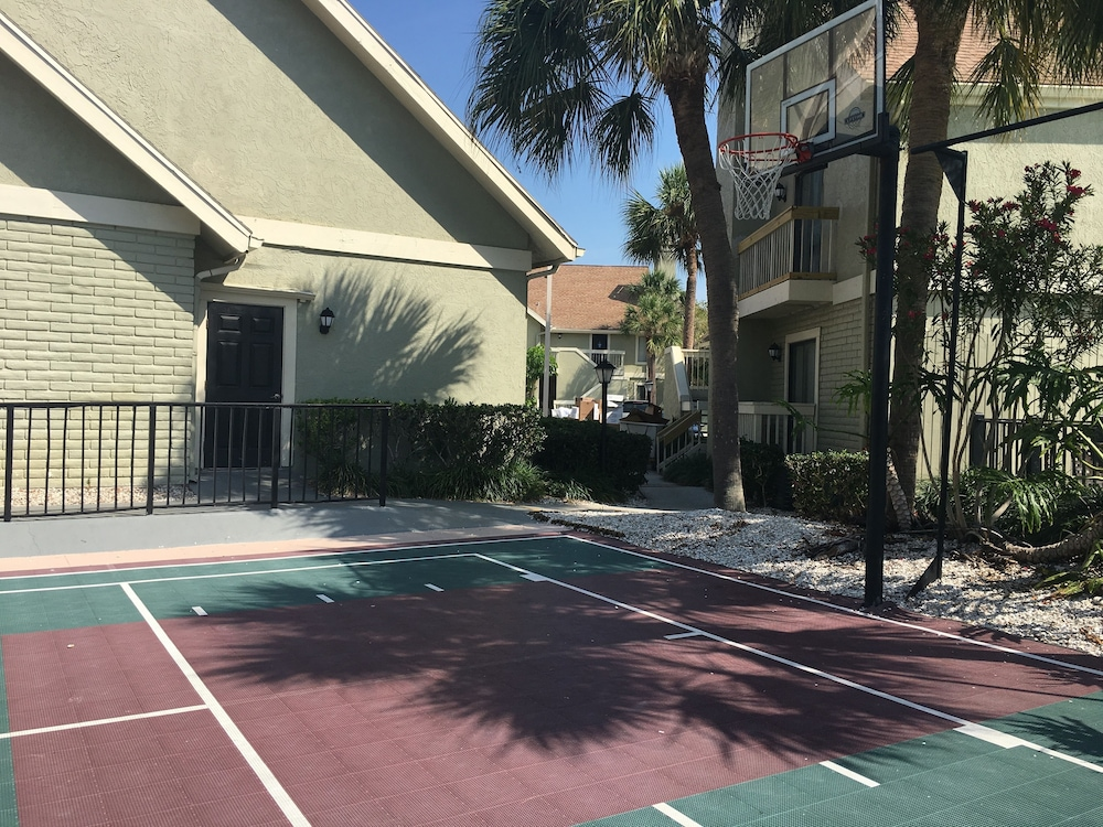 Basketball Court, Chase Suite Hotel Tampa