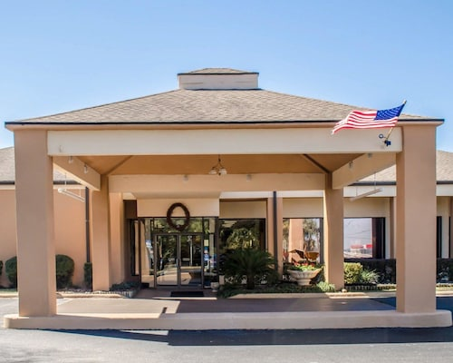 Quality Inn & Suites Pensacola Bayview
