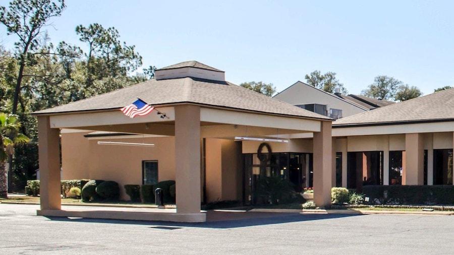Quality Inn & Suites Pensacola Bayview
