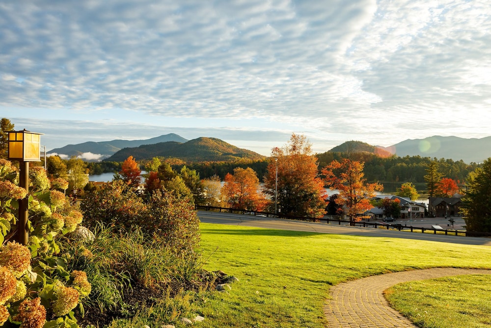 Property Grounds, Crowne Plaza Lake Placid