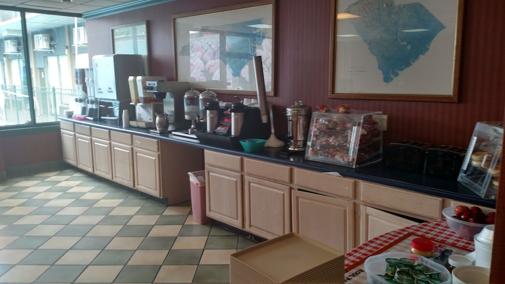 Breakfast Area, Downtown Inn and Suites
