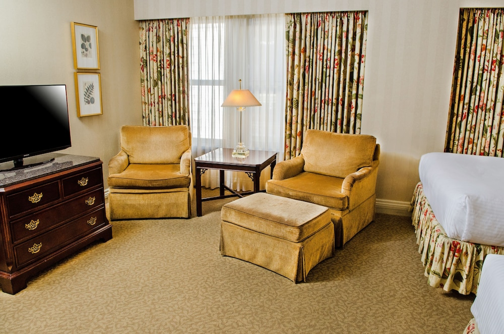 Living Area, Mayflower Park Hotel