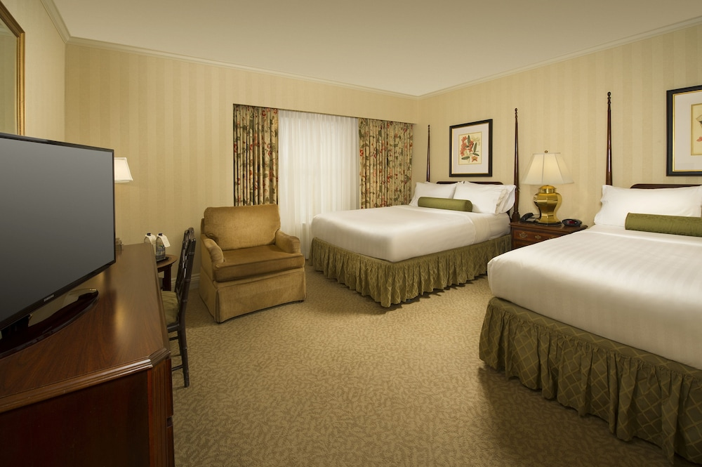 Room, Mayflower Park Hotel