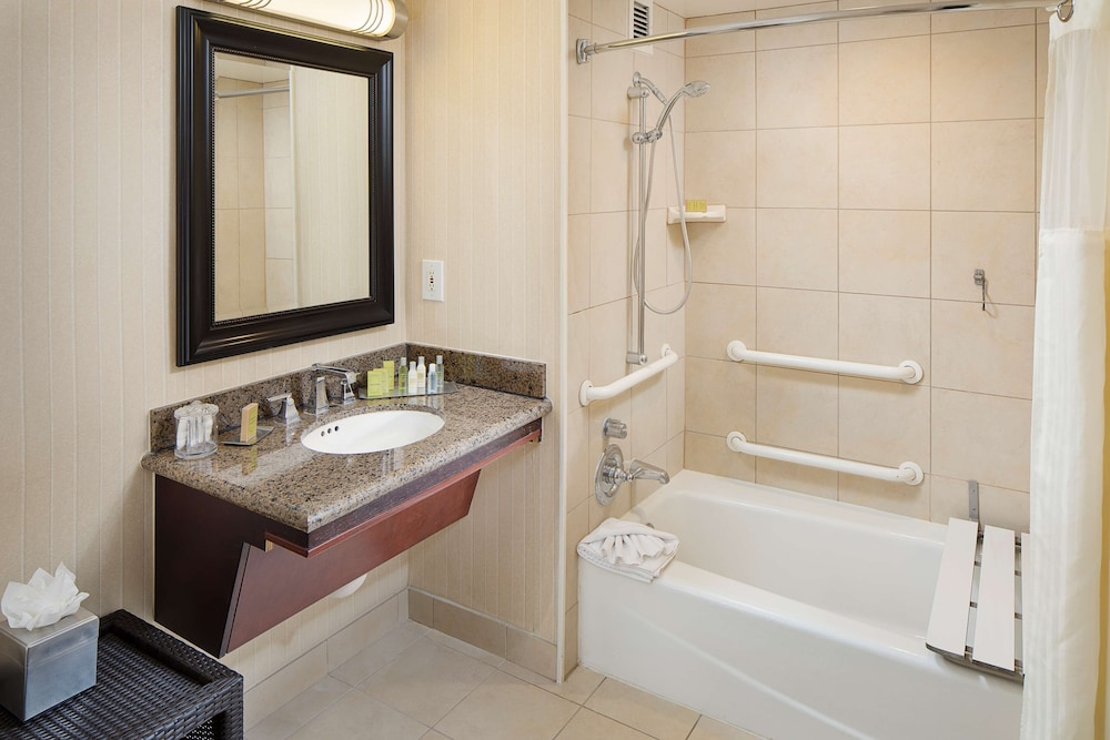 Bathroom, DoubleTree by Hilton Los Angeles - Commerce
