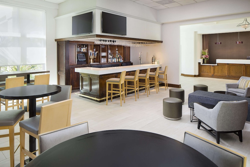 Bar, DoubleTree by Hilton Los Angeles - Commerce