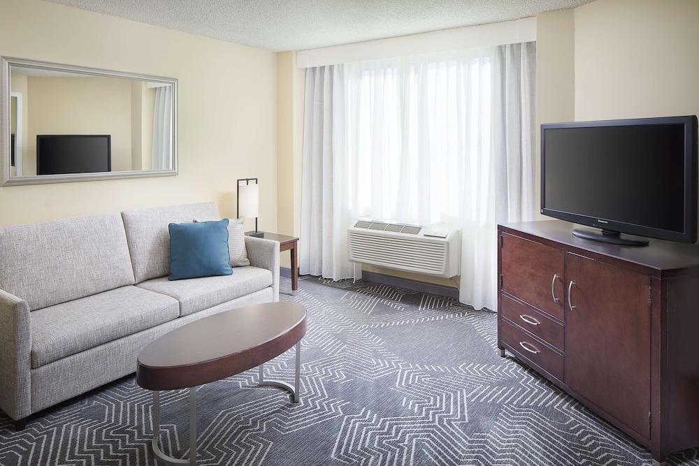 Living Area, DoubleTree by Hilton Los Angeles - Commerce