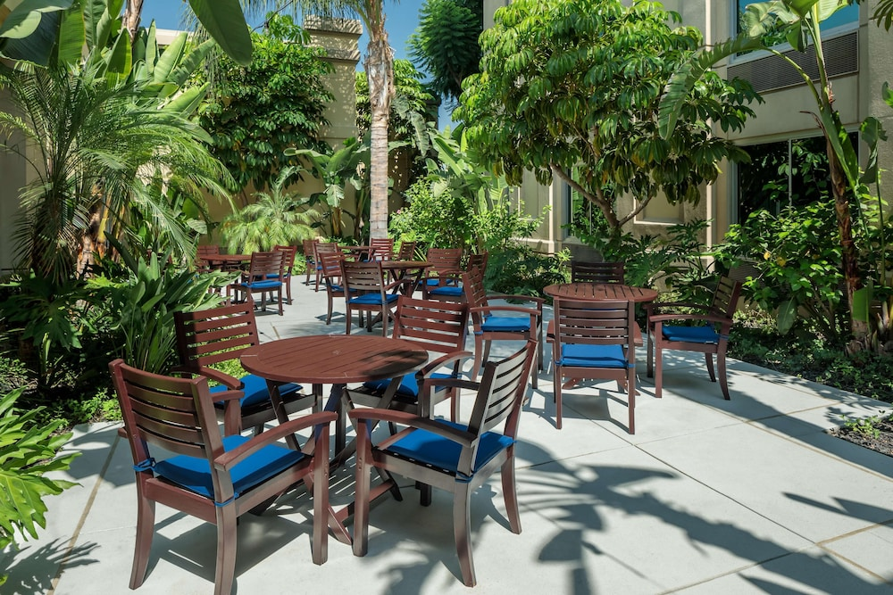 Terrace/Patio, DoubleTree by Hilton Los Angeles - Commerce