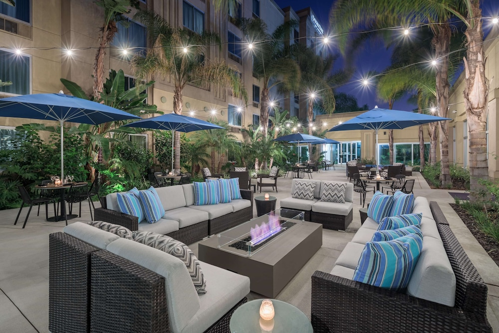 Courtyard, DoubleTree by Hilton Los Angeles - Commerce