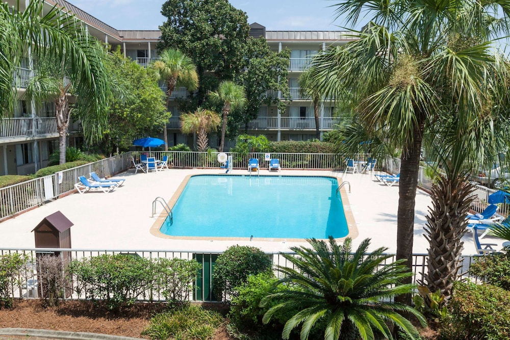 Pool, Days Inn by Wyndham New Orleans Airport