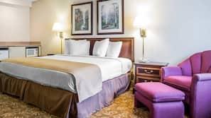 Camas com colchões pillow-top, escrivaninha