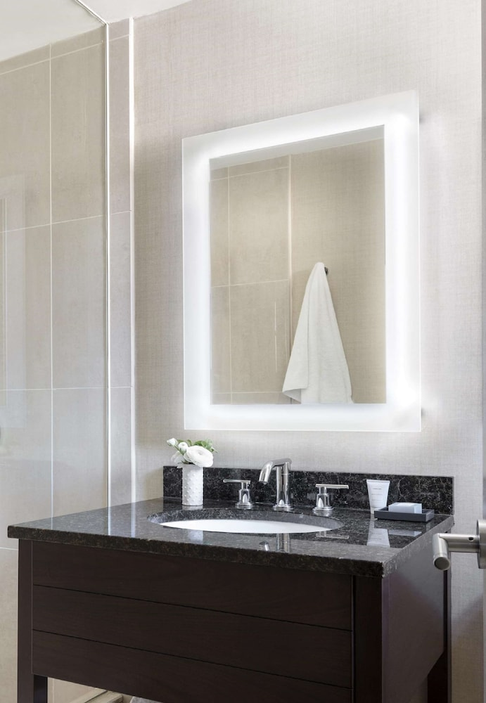 Bathroom, Shelburne Hotel & Suites by Affinia