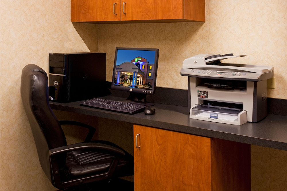 Business Center, Holiday Inn Express Hotel & Suites Lake Okeechobee