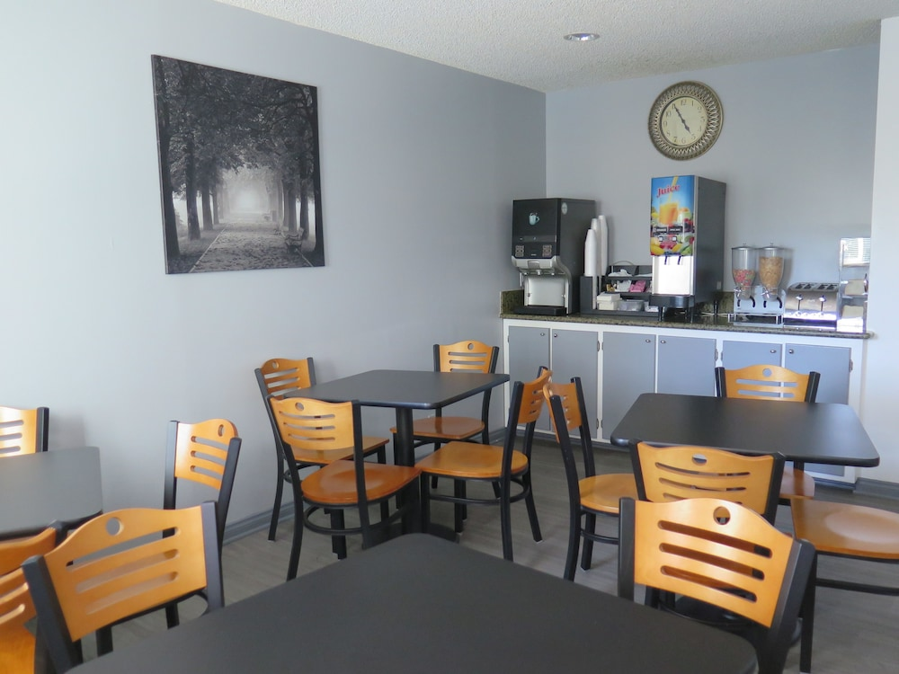 Breakfast Area, Americas Best Value Inn Los Angeles at W 7th St