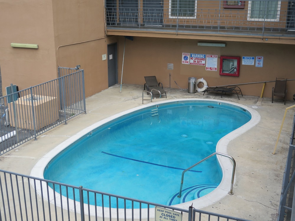 Outdoor Pool, Americas Best Value Inn Los Angeles at W 7th St