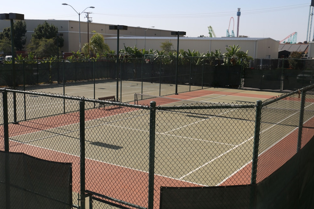 Tennis Court, Knott's Berry Farm Hotel