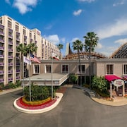 Knott's Berry Farm Hotel