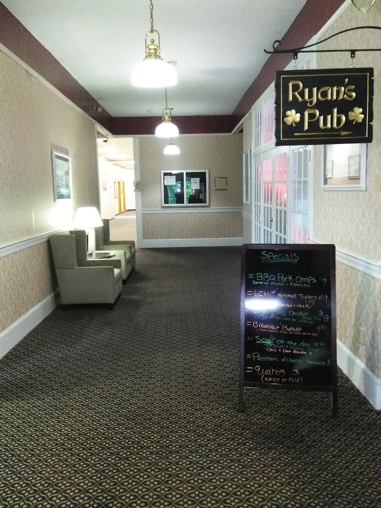whaler inn and suites in new bedford hotel rates. Black Bedroom Furniture Sets. Home Design Ideas