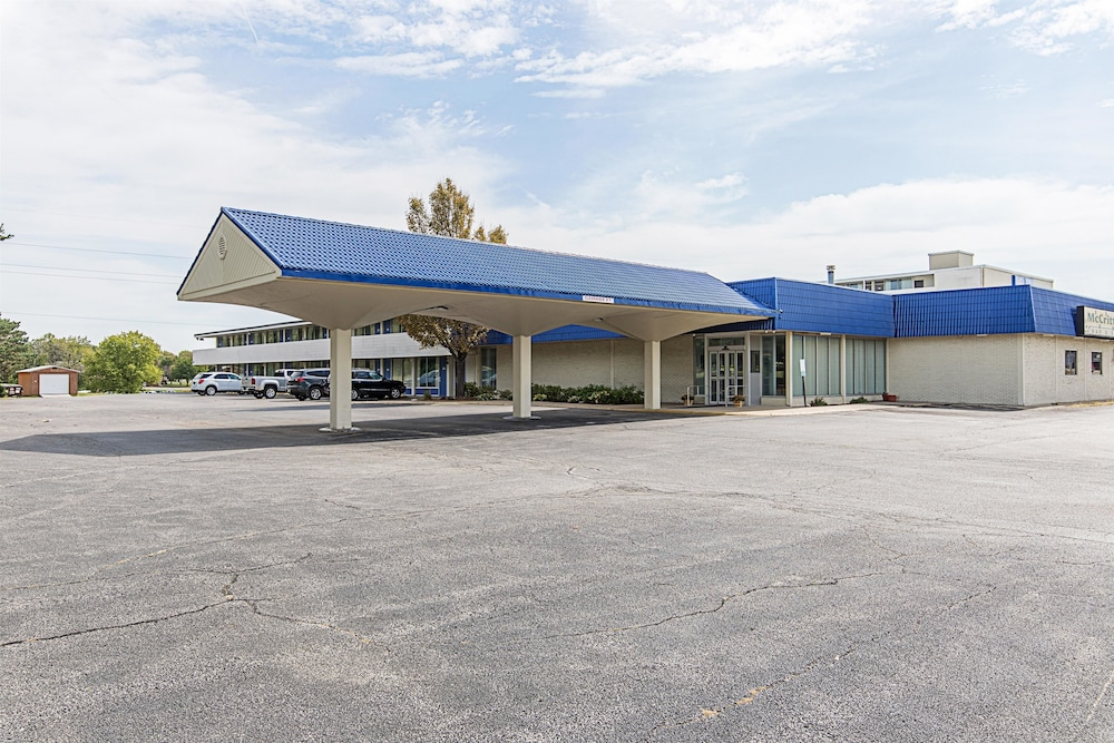 Front of Property, Motel 6 Pekin, IL
