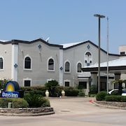 Days Inn & Suites by Wyndham Webster NASA-ClearLake-Houston