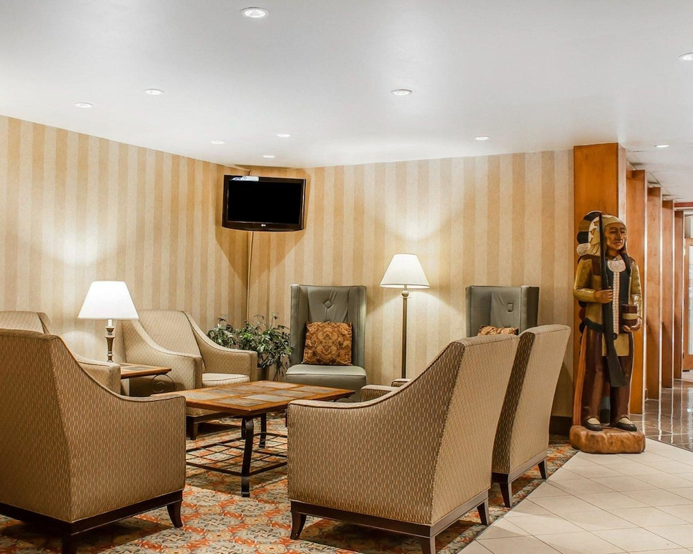 Lobby, Quality Hotel & Suites At The Falls