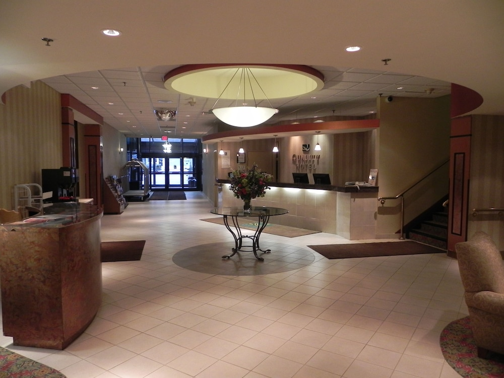 Interior Entrance, Quality Hotel & Suites At The Falls