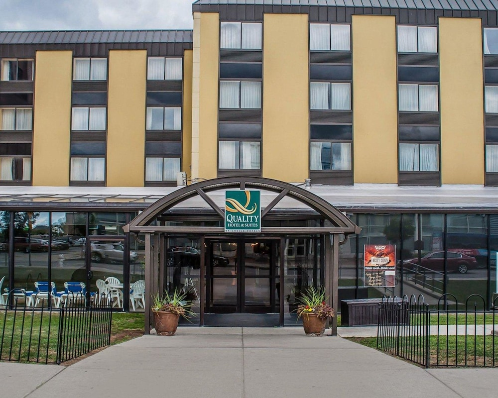 Exterior, Quality Hotel & Suites At The Falls