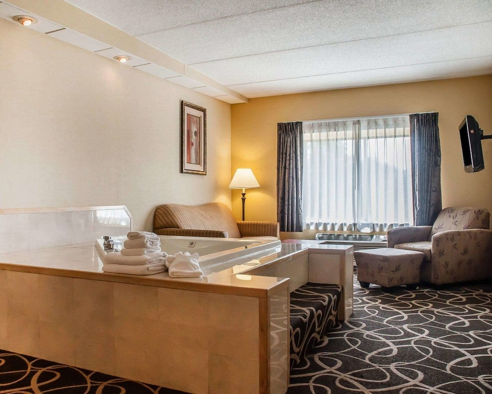Room, Quality Hotel & Suites At The Falls